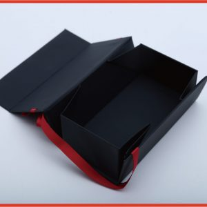 One-piece folding box with ribbon