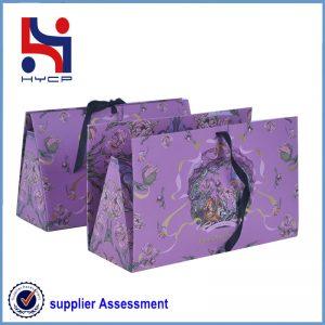 A color folding paper bag